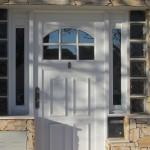Puerta Batiente con rajas fijas laterales.