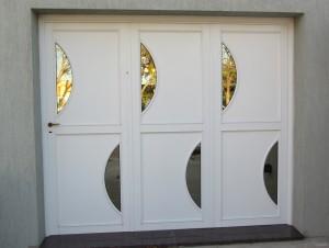 Porton ciego corredizo con detalle de vidrio espejado - Aberturas de Aluminio Formia Hnos