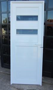 Puerta Ciega con detalles de vidrio