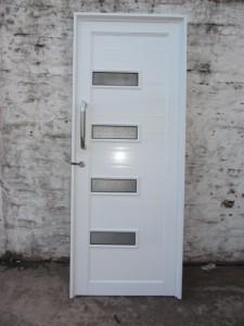 Puerta Batiente Ciega con detalle de vidrios, Linea Herrero