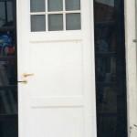 Puerta Linea Herrero Batiente Ciega con revestimiento tubular vidrio repartido parte superior