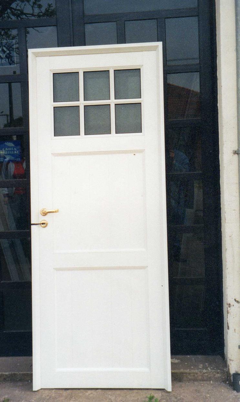 Puerta batiente ciega con revestimiento tubular vidrio - Puertas de aluminio con cristal ...