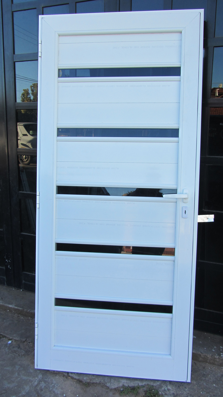 Puerta de aluminio linea modena ciega con detalle de vidrio fabrica de aberturas de aluminio - Puertas en aluminio y vidrio ...