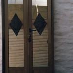 Puerta de Aluminio para Panteon con aplique de bronce