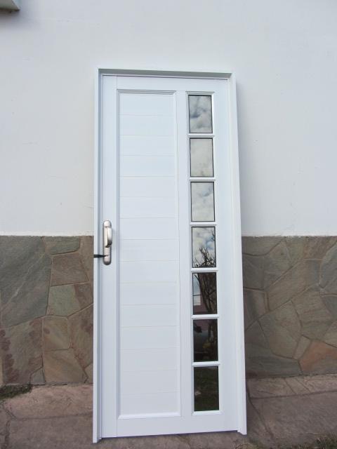 Puerta de aluminio l nea herrero con detalles de vidrio - Puertas de aluminio con cristal ...