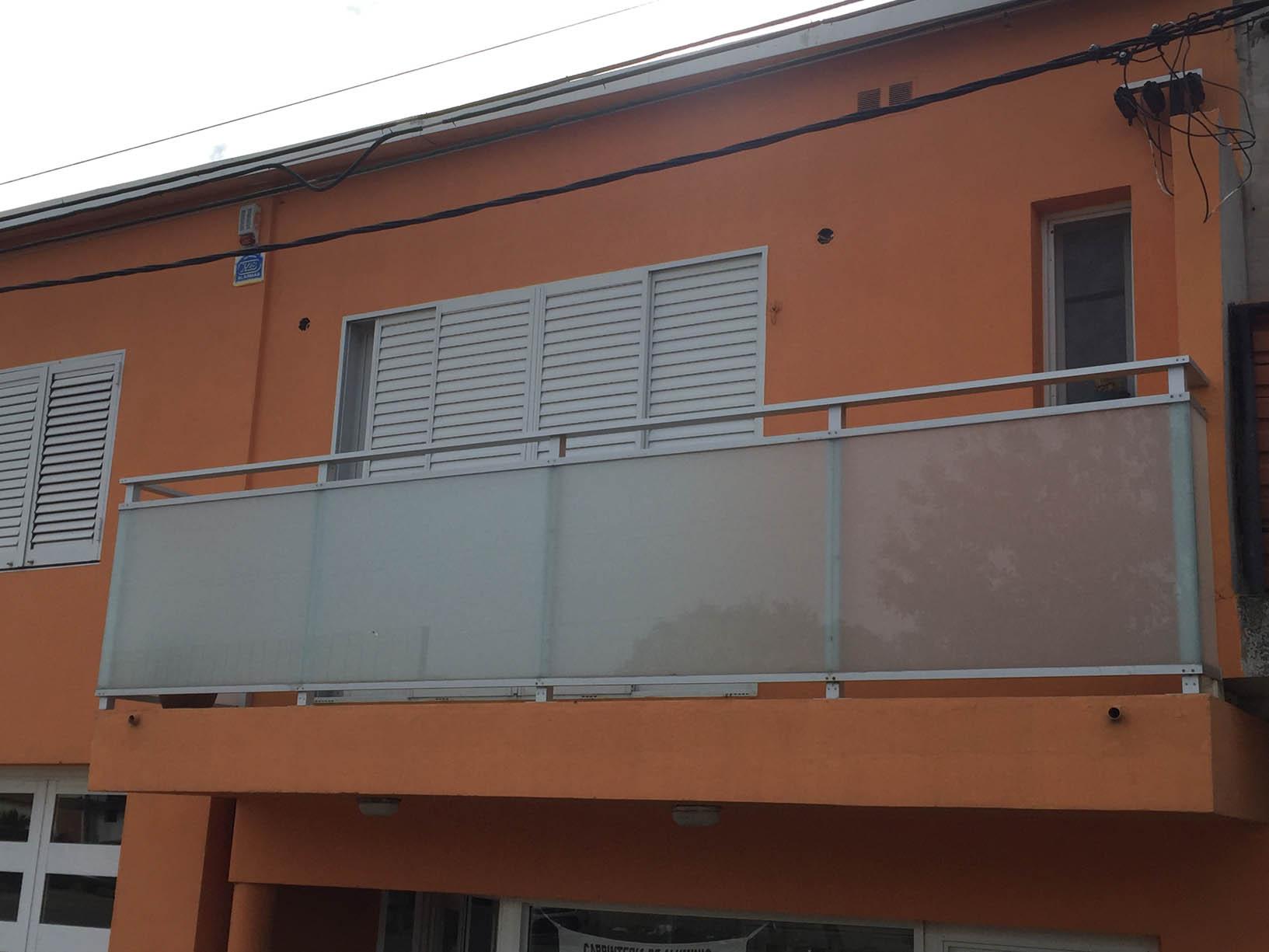 Cerramiento De Balcon De Aluminio Con Cristal 33 Blisan Esmerilado - Balcones-aluminio