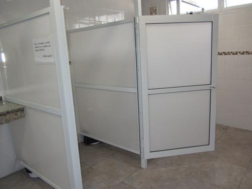 Cerramiento para baños.  Fabrica de Aberturas de Aluminio
