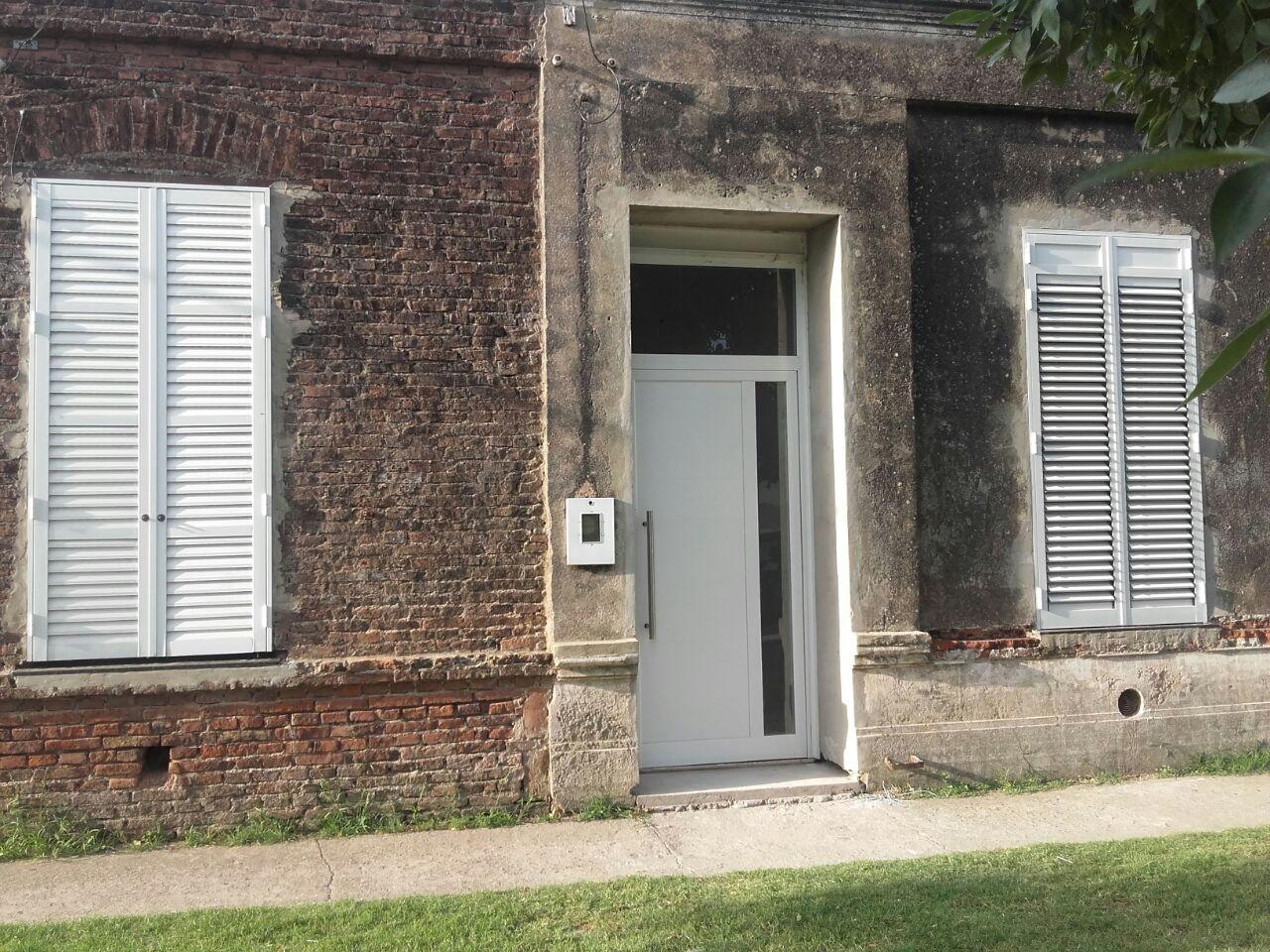 Puerta de aluminio grande para casa antigua fabrica de for Puertas blindadas antigua casa gutierrez
