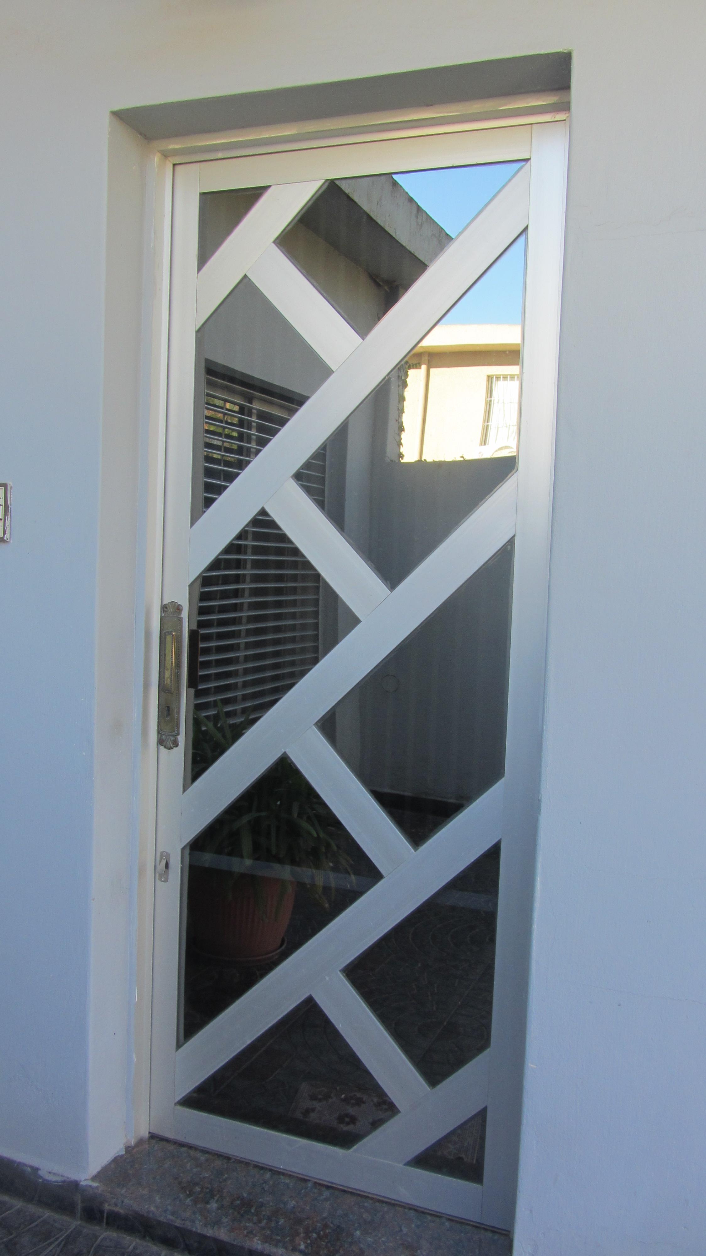 Puertas De Aluminio Blanco Great Puerta Aluminio Blanco Modelo De  ~ Puertas De Aluminio Con Cristal